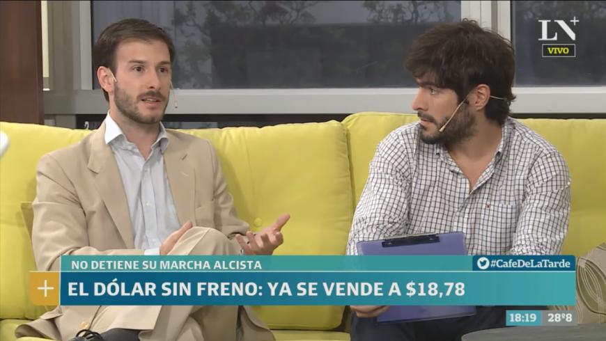 (Español) La Nación +: El dólar subió más de 1 peso en diciembre: ¿Por qué? – Café de la Tarde