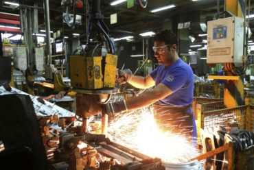"""(Español) El Economista: """"La industria opera al 64,4%"""""""